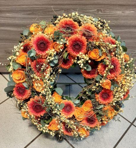 kranz-orange-rosen-gerbera-ginsterF8EF189C-DC08-30F4-62CB-3952C847E801.jpg
